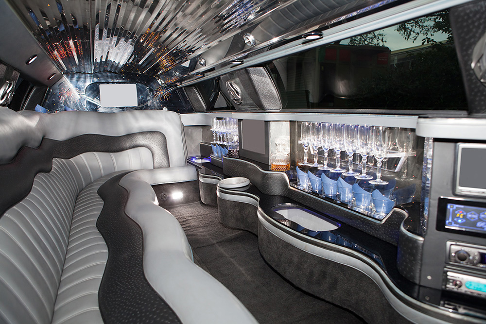 KNOW THESE THINGS BEFORE HIRING A PARTY BUS